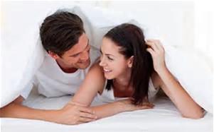 Paar unter der Decke